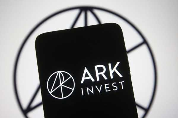 438f677c37523009682b7ad1f2caf4fc - ARK Invest: Cathie Wood kauft mit Grayscale den Bitcoin Dip